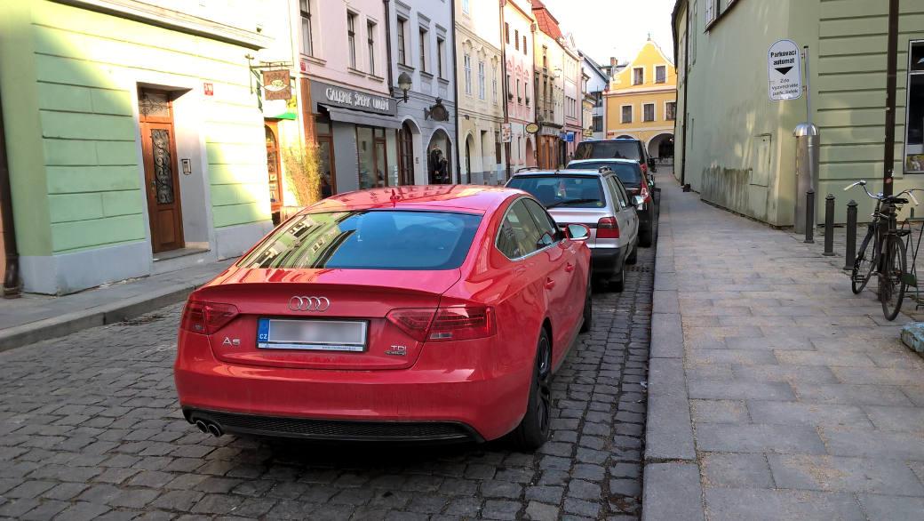 Audi se profiluje jako značka kladoucí důraz na náskok díky technice. Nicméně jedním z průvodních jevů je síla vozů této značky.