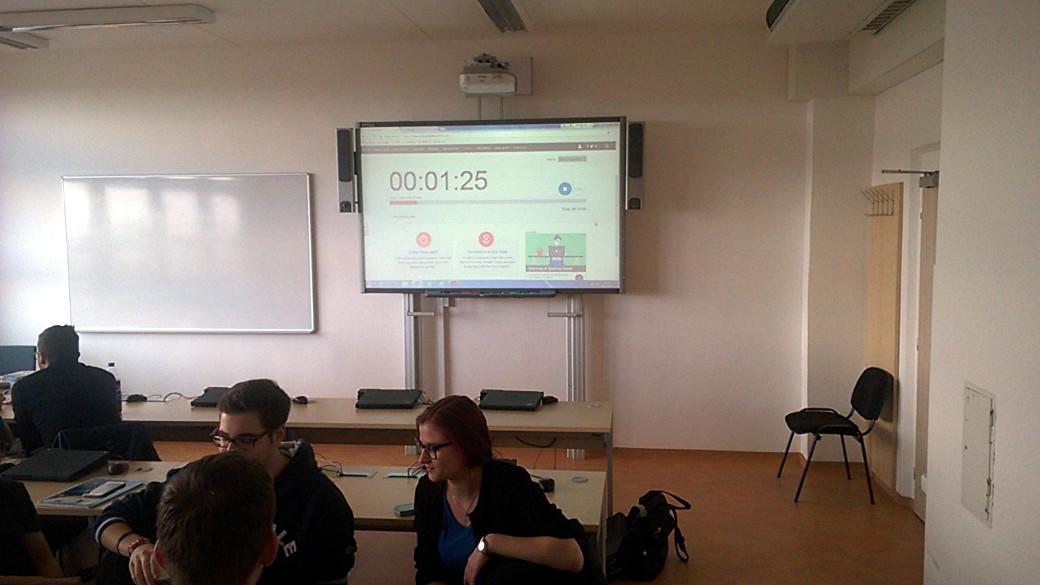 Tak jako při reálných prezentacích, i my jsme použili striktní časomíru.